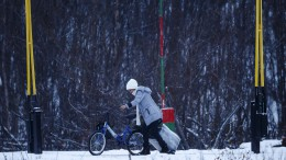 A woman passing the Norwegian border
