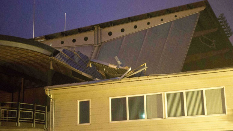 A roof at Color Line Stadium in Ålesund has loosened due to strong winds.