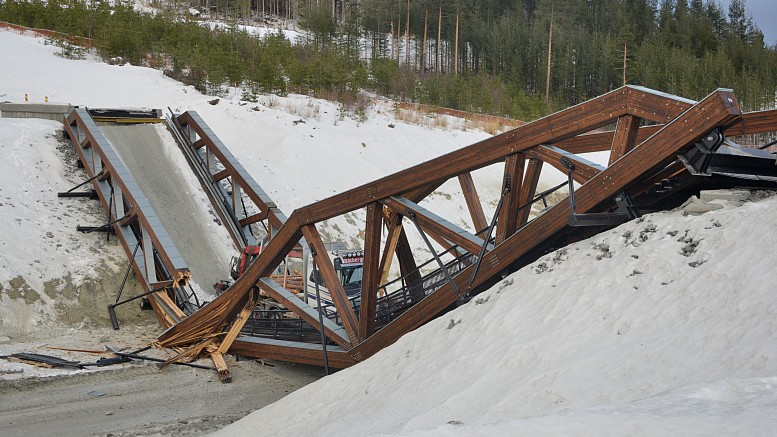 A new laminated timber bridge over new E6 at Sjoa Gudbrandsdalen collapsed