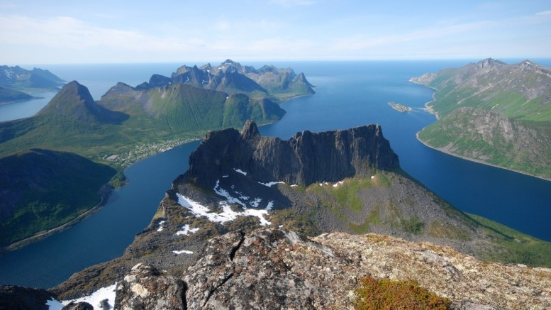 Arctic Norway coast. Photo by Gunder Gabrielsen, Nordnorsk Reiseliv