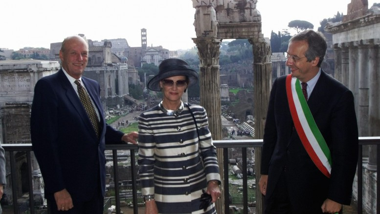 King and Queen of springlike state visit to Italy