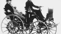Gottlieb Daimler received in 1883 a patent on its gasoline engine with the self-ignition.