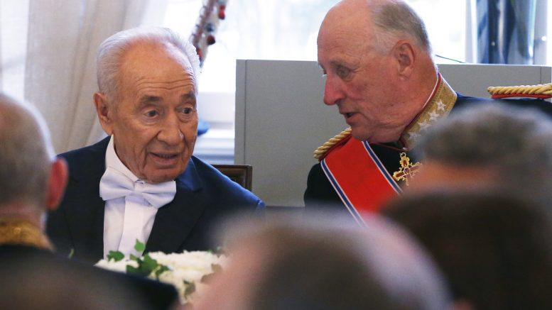 King Harald and former president Shimon Peres