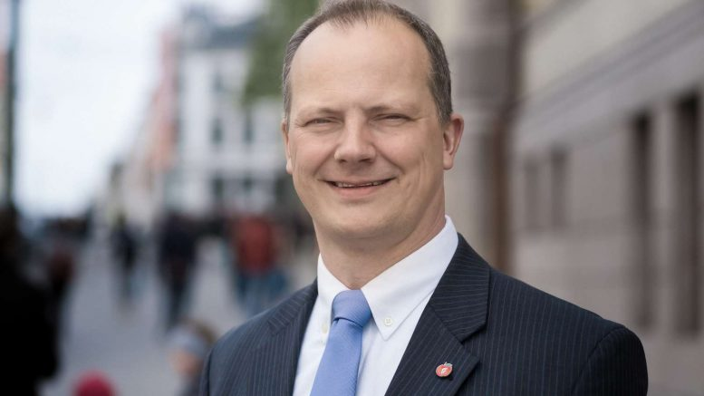 Minister of Transport and Communications Ketil Solvik-Olsen ( Progress Party )