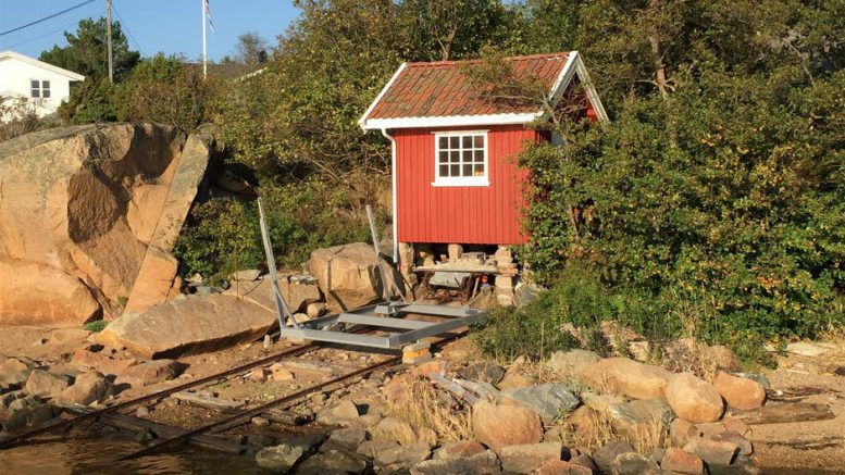 The shed is at only eight square meters and therefore has a price per square meter of a 'mere' 112,500.