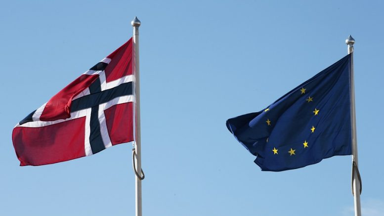 The Norwegian flag and the EU flag