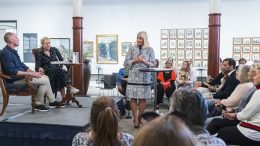 Crown Princess Mette-Marit meets authors.