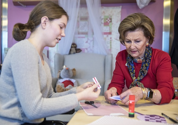 Queen Sonja and Patient Emma Weiss-Hagen