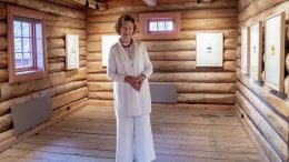 Queen Sonja and Magne Furuholmen with an exhibition at Soli Brug