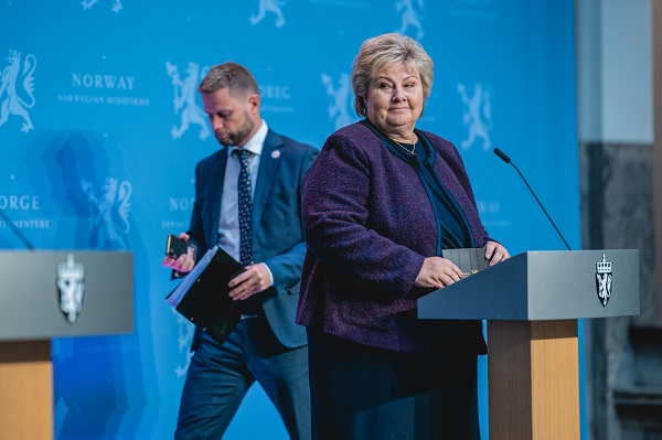 Minister of Health and Care Services Bent Høie, and Prime Minister Erna Solberg, at a press conference on the corona situation.